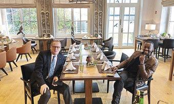 Haben viel vor: Hotelchef Michael Kain und der neue Culinaric Director Anthony Sarpong im Gourmet-Restaurant Ferdinand.