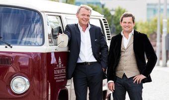 Freuen sich auf die Partnerschaft mit Miles & More: Romantik-CEO Thomas Edelkamp (links) und Hotelier Ralph Düker vom Romantik-Hotel zur Schwane in Volkach am Main