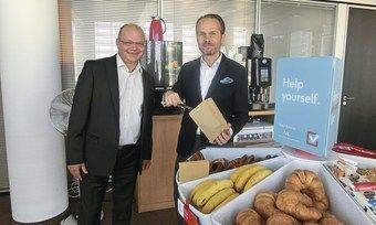 Präsentieren ihr Avid-Frühstück zum Mitnehmen: IHG-Development-Chef Martin Bowen (links) und Mario Maxeiner, Managing Director Northern Europe