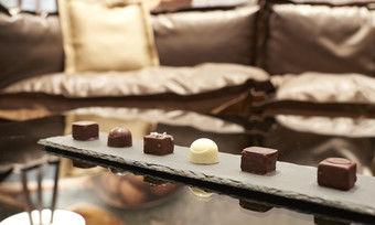 Süße Versuchung: Motel One setzt in der Schweiz auf den Exportschlager Schokolade