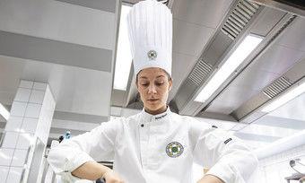 Bei der Arbeit: Köchin Anna Stocker