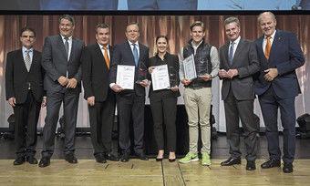 Große Bühne: Die Gewinner des Intergastra-Innovationspreises 2018 mit Vertretern der Messe, des Dehoga und der ahgz sowie mit Gastredner Günther Oettinger.