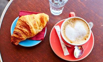 Typisch französisch: Beim ahgz breakfast club gibt es aber noch viele andere Frühstücksleckereien.
