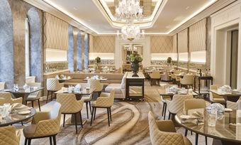 Nobel, komfortabel, heimelig: So präsentiert sich das Gourmetrestaurant Schwarzreiter im Kempinski Hotel Vier Jahreszeiten in München