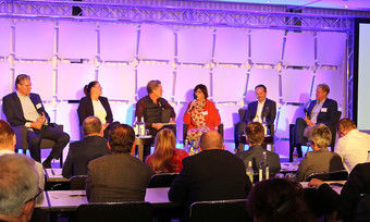 Das Podium: (von links) Laurence Mehl, Vanessa Borkmann, Hajo Schumacher, Christiane Lösch, Mario Maxeiner und André Diener