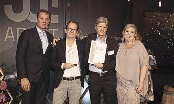 Gute Stimmung in Leipzig: Die Gewinner des Special Awards Matthias Rincón (Mitte links) und Ralph Stock (Mitte rechts) mit Moderator Kai Böcking und Veranstalterin Anett Gregorius