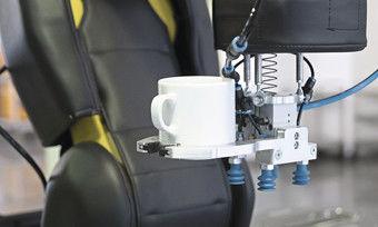 Heißgetränke zubereiten und servieren: Der Apas assistant kann dazu an eine Kaffeemaschine angeschlossen werden