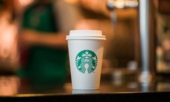 Kampf dem Verpackungsmüll: Wer sich für den Pappbecher entscheidet, zahlt nun Bei Starbucks mehr