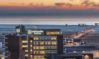 Platzhirsch: Das 4-Sterne-Hotel ambassador an der Strandpromenade gehört zu einem der ersten Hotels der Gemeinde
