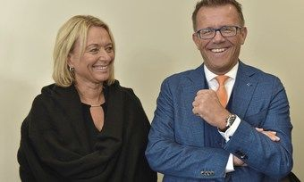 Vor Gericht bestätigt: Gereon Haumann freut sich mit seiner Frau Susanne über das Urteil