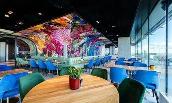 Buntes nhow in Amsterdam: Der Frühstücksbereich in der 17. Etage