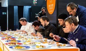 Kochen mit Zuschauern: Im Wettbewerb müssen sich die Talente dem kritischen Blick von Johann Lafer stellen