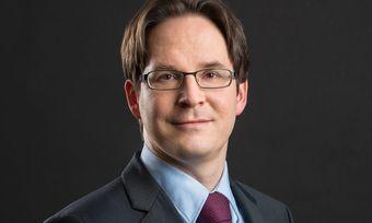 Er sieht bei Booking.com gewaltige Lücken in Sachen Verbraucherschutz: Rechtsanwalt Peter Hense bereitet mehrere Klagen dazu vor