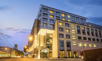 Verbot gelockert: Das Dorint Hotel am Kölner Heumarkt darf unter bestimmten Voraussetzungen wieder öffnen