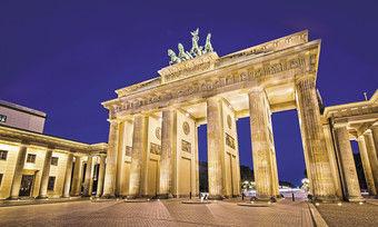 Erwartungsvolle Ruhe am Brandenburger Tor: Berliner Hoteliers sind aus früheren Jahren eher einen Besucheransturm gewöhnt.