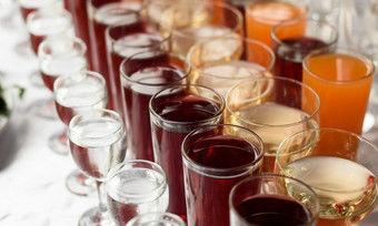 Pauschalpreis: Auch bei einem Buffet sind Getränke mit 16 bzw. 19 Prozent besteuert