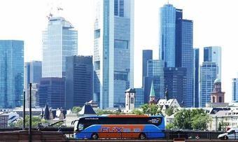 Mit dem Bus zum Hotel: Der Fernbus-Anbieter Flixbus und A&O Hotels und Hostels kooperieren