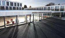 Lichtdurchflutet: Außenansicht der neuen Campus-Gebäude