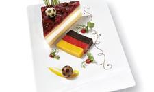 Passend zur Fußball-EM: Kuchen-Servieridee von Erlenbacher.