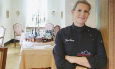 Bald mit Stern? Julia Komp, Küchenchefin im Gourmetrestaurant Schloss Loersfeld, ist eine heiße Anwärterin für die Auszeichnung.