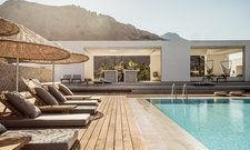 Paradiesisch: Die Hotelanlage mit Pool