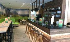 Kuhglocken an der Bar: Das neue Cocoon Hotel will Hütten-Feeling vermitteln