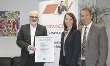 Freuen sich über den Gesamtsieg von Oracle: (von links) Peter Agel, Kerstin Plogmann und Stephan Mohring.