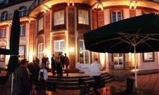 Strahlend schön wie einst: Das Schlosshotel Bühlerhöhe am Abend des Ehemaligentreffens.