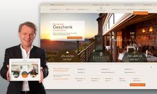 Aufbruchstimmung: Romantik-Vorstandvorsitzender Thomas Edelkamp präsentiert die Internetseite von Romantik