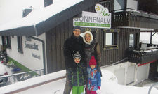 Vor einem Jahr: Fabian und Birke Richter mit ihren Kindern.