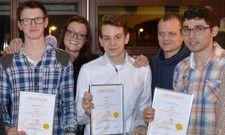 Die Ringhotels-Kochtalente: Wettbewerbssieger Moritz Steinerbrunner (Zweiter von rechts) mit seinen Mitstreitern und der Jury.