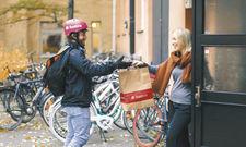 Essen per Fahrradkurier: Foodora übernimmt neben der Vermittlung auch die Zustellung der Bestellungen.