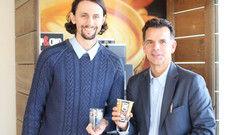 Engagieren sich: (von links) Fußballer Neven Subotic, und Cup&Cino-Gründer Frank Epping