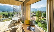 Grünes im Hotel und draußen: Der Ausblick von einer Suite