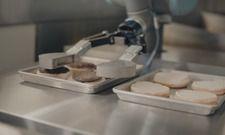 Helfer in der Küche: Roboter Flippy brät Hackfleisch an