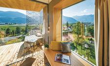 Preisträger aus Südtirol: Das Hotel Muchele in Burgstall bei Meran setzt auf viel Grün.