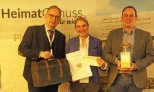 """Erhalten die Auszeichnung """"Goldener Kompass"""": Rainer und Jasmin Birke, Inhaber des Ringhotels Birke, mit ihrem Geschäftsführer Florian Buchebner"""