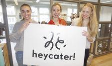 Voll motiviert: (von links) Die Jungunternehmerinnen Sophie Radtke und Therese Köhler mit Chief Product Managerin Miriam Neubauer.