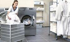Keine Angst vor Wäschebergen: Die neue Maschinenbaureihe Performance Plus von Miele Professional bringt mehr Leistung.