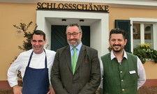 Stellen die Schlossschänke neu auf: Küchenchef Dirk Schröer, Geschäftsführer Stephan Kuffler und Betriebsleiter Mehmet Sancar