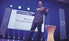 Vereinschef in Aktion: Alexander Aisenbrey stellt Fair Job Hotels bei der HDV-Tagung vor.