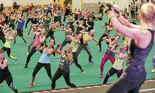 Fitnesstraining auf der Messe: Bei der Fibo in Köln kommt so mancher Teilnehmer ganz schön ins Schwitzen.