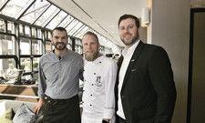Restaurant The Legacy im Wintergarten: (von links) Restaurantleiter Xavier Villacampa, Küchenchef Sven Frambach und Hotelmanager Nico Springhetti.
