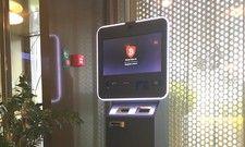 Anlaufstelle in der Lobby: Der Bitcoin-Tausch-Automat im Hotel Herisau