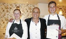 Geschafft, aber glücklich: Siegerin Lisa Rosenkranz und der Zweitplatzierte Maxime Berg mit dem Jury-Vorsitzenden Christian Rach.