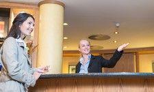 Gute Aussichten für die Rezeption: Einzelne Hotelübernachtungen müssen auch künftig nicht als Pauschalreise abgerechnet werden