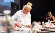 Temperamentvoll: Die slowenische Spitzenköchin Ana Roš zeigt auf der Bühne ihr großes Können