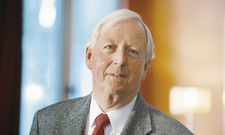 """Horst Rahe: """"Wir sparen 5000 Euro im Jahr dadurch, dass die Butter nicht mehr vom Personal in kleine Stücke geschnitten wird."""""""
