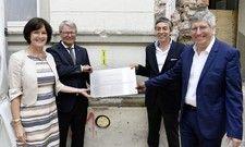 Grundsteinlegung: (von links) Oberbürgermeisterin Margret Mergen, Steigenberger-Mann Matthias Heck, Architekt Peter W. Kruse und Bauherr Martin Buchli