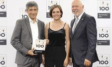 Siegel-Übergabe: (von links) Wettbewerbs-Mentor Ranga Yogeshwar mit Lisa Aenis und Klaus Michael Schindlmeier vom Palatin.